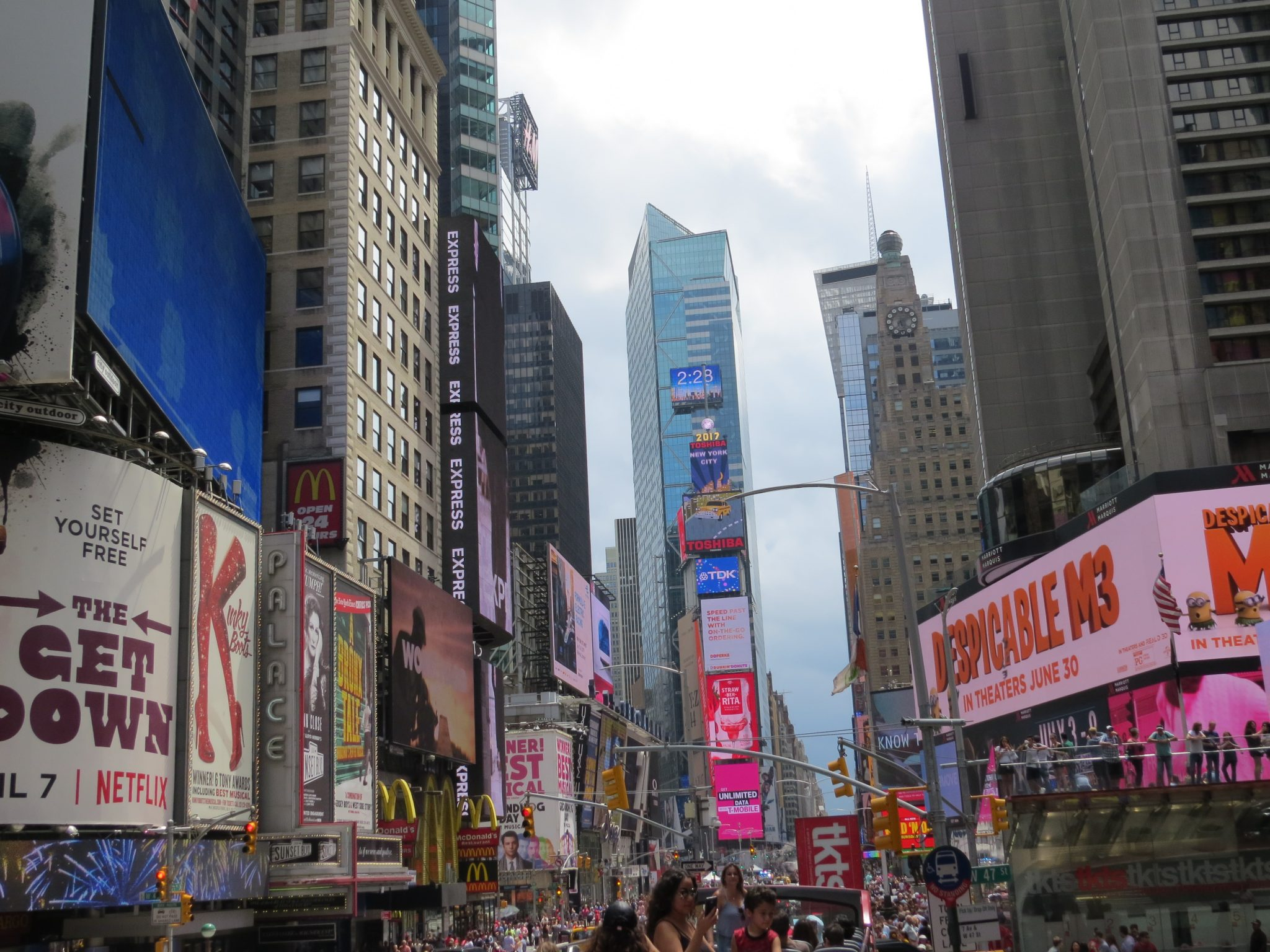 A day at times square travel with me 24 x 7 for Times square new york things to do